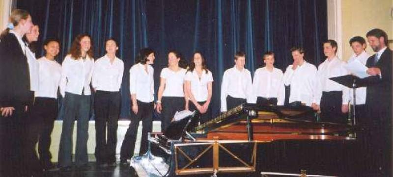 """Voiceworks"" from Chipping Norton School at the 2002 Festival conducted by Peter Hunt (right)"